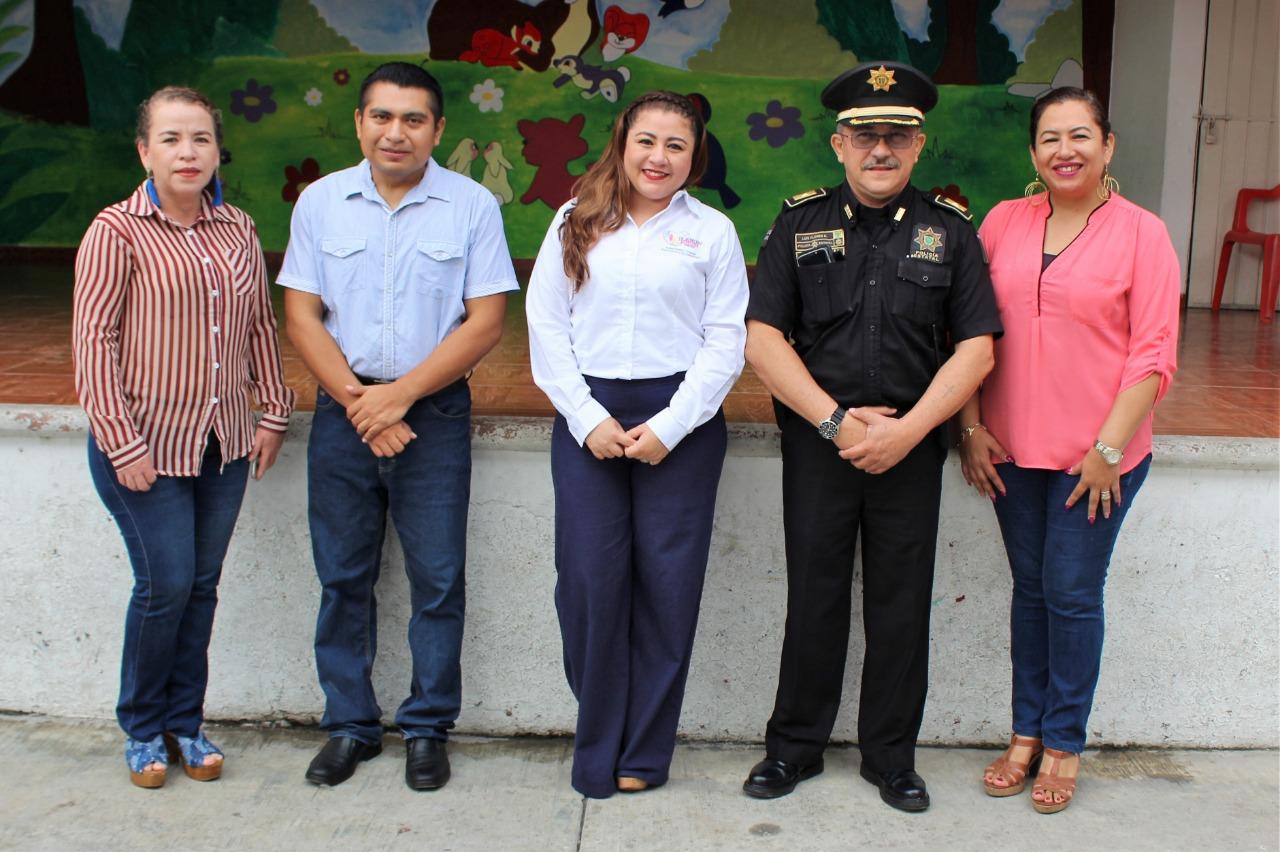 D.I.F Valladolid imparte platicas de autocuidado y redes sociales en las primarias y secundarias