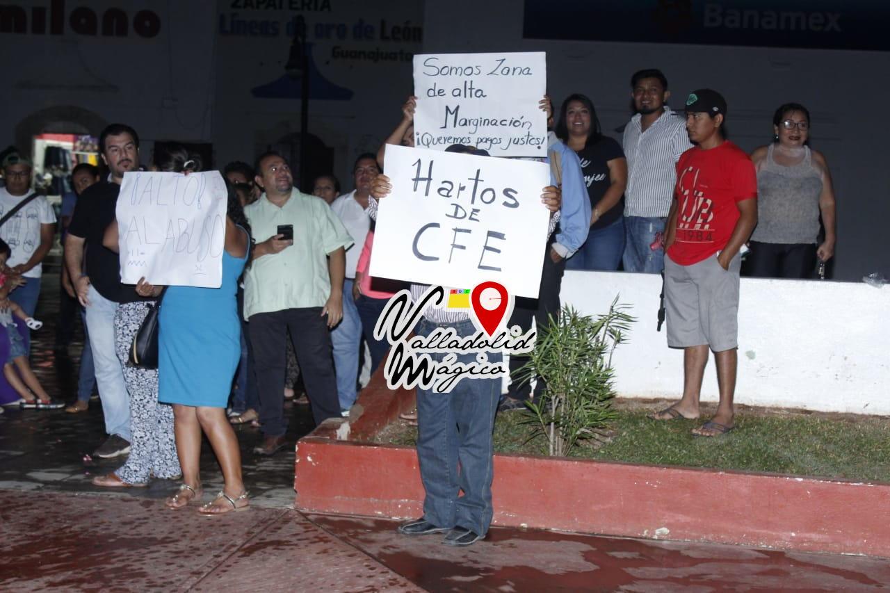 CIUDADANOS REALIZAN PROTESTA PACÍFICA EN CONTRA DE LOS PRECIOS ELEVADOS POR LA CFE.