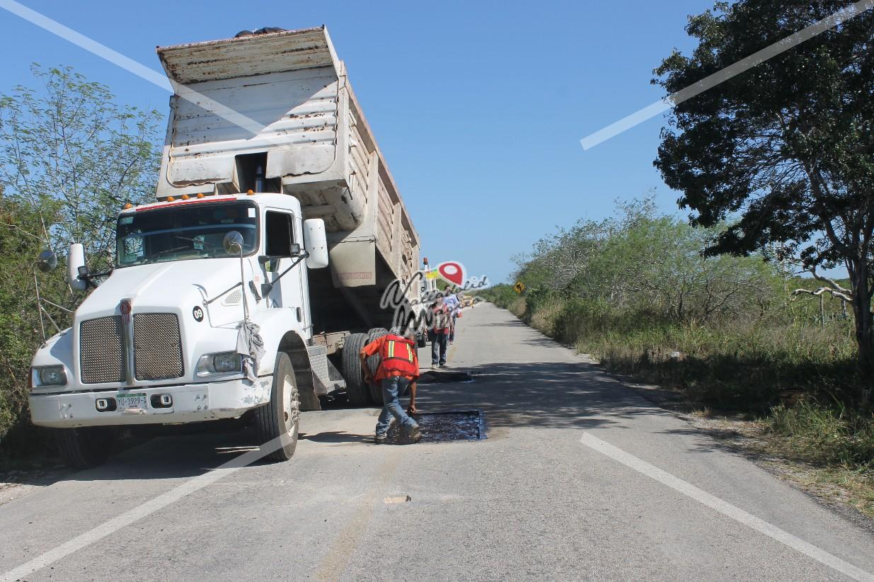 Dan mantenimiento al tramo carretero Río lagartos, las coloradas.