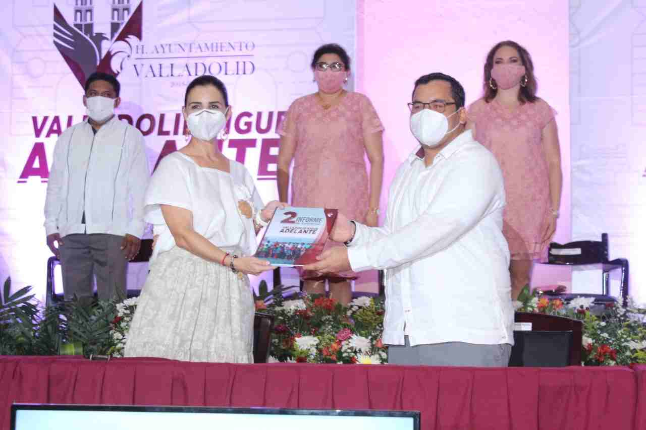 Rinde su segundo informe el presidente Enrique Ayora Sosa.