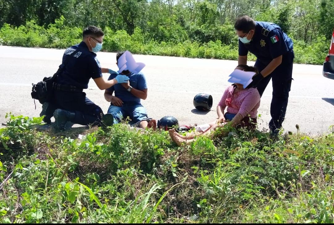 Motociclista se sale de la carretera rumbo Chemax a Valladolid