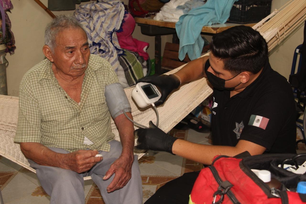 Se mantienen los servicios y atención en salud para los adultos mayores.