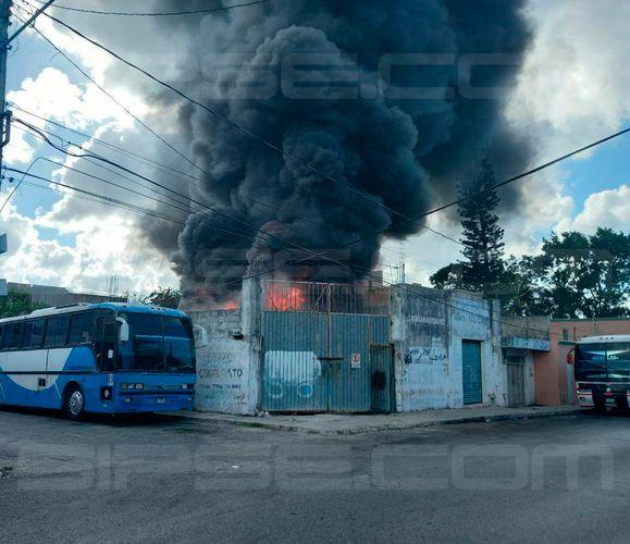 Imparable la violencia en Cancún, arden 2 autobuses