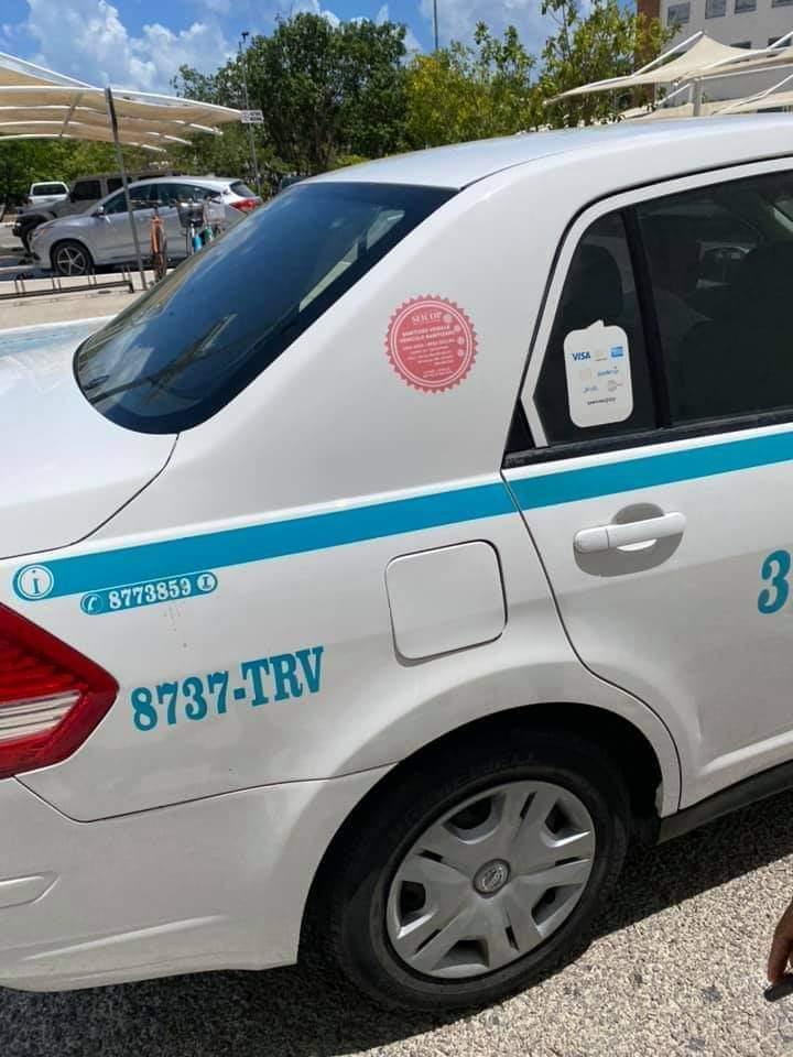 """Le cobran caro el taxi """"porque habla inglés"""""""