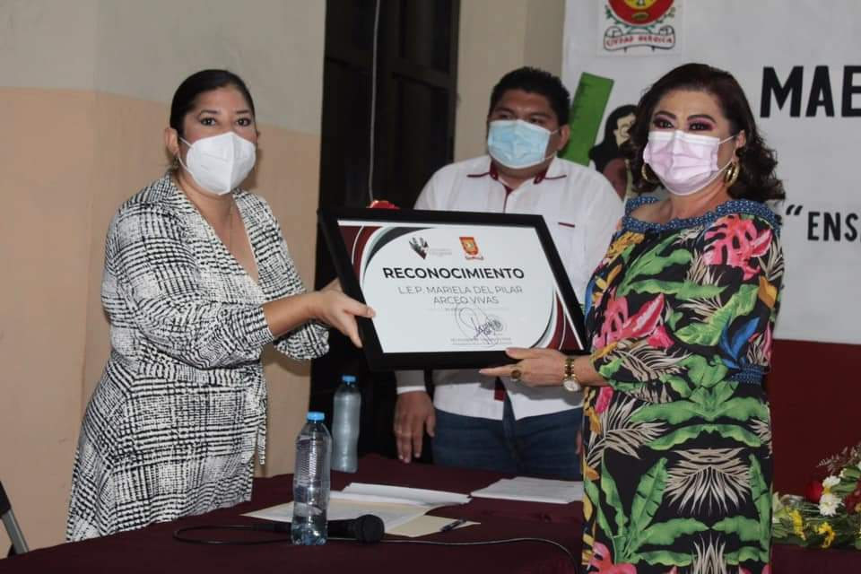 Reconocimiento a maestros del municipio de Valladolid Yucatán