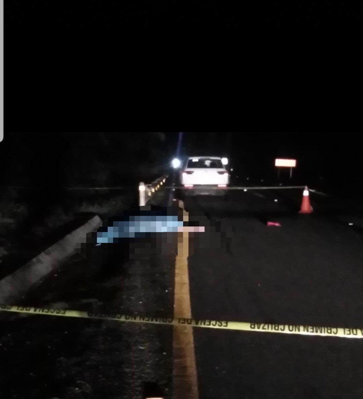 Se sentía mal y baja de su vehículo, y es arrollado por otro en la carretera de cuota.