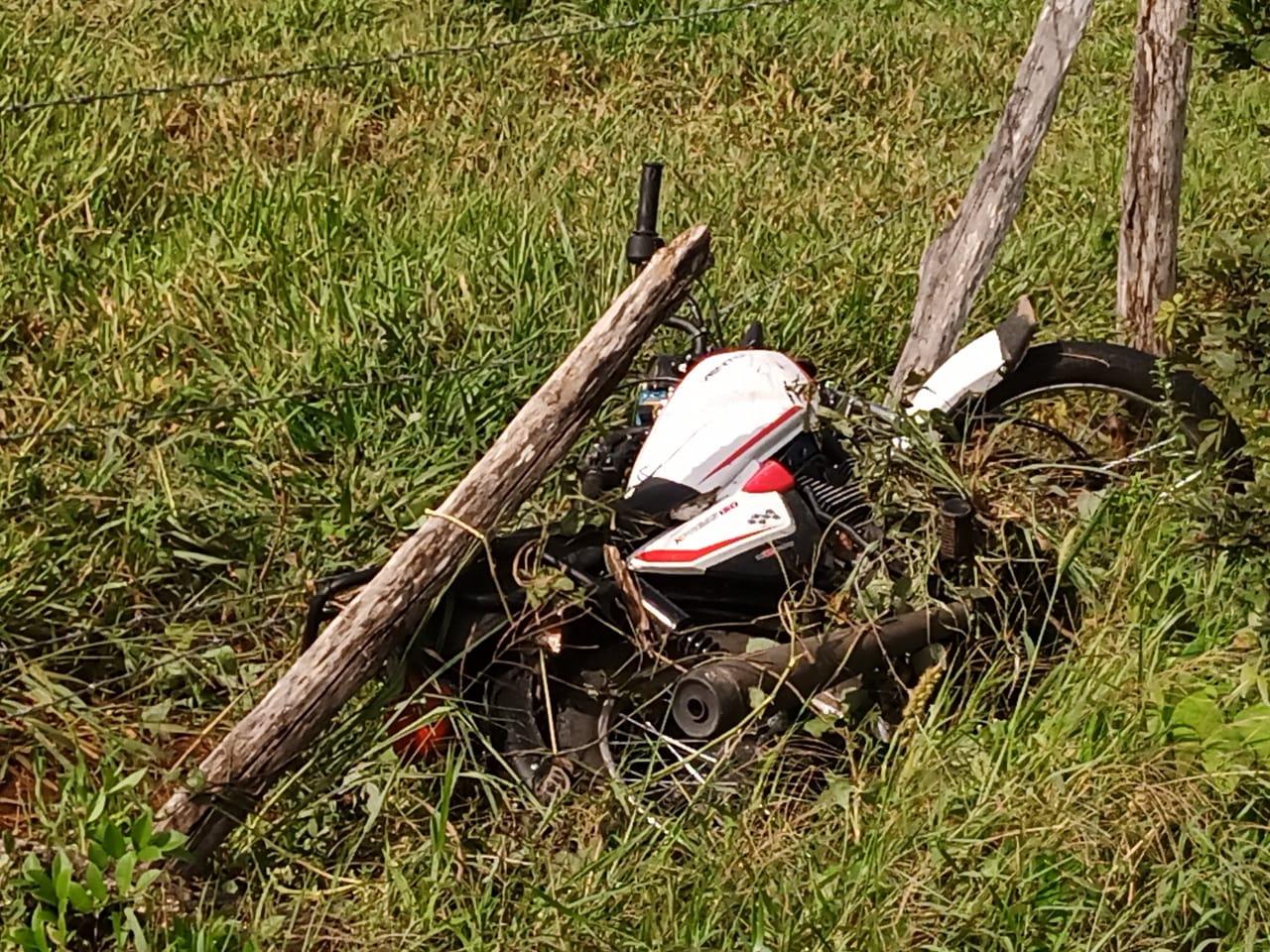 Motociclista fallece en carretera a Colonia Yucatán.